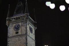 <h3>Věž Staroměstské radnice</h3><p>Foto: Metron Film</p><hr /><a href='http://www.facebook.com/sharer.php?u=https://www.milujuprahu.cz/to-je-podivana-nejkrasnejsi-video-z-predvanocni-prahy/' target='_blank' title='Share this page on Facebook'><img src='https://www.milujuprahu.cz/wp-content/themes/twentyten/images/flike.png' /></a><a href='https://plusone.google.com/_/+1/confirm?hl=en&url=https://www.milujuprahu.cz/to-je-podivana-nejkrasnejsi-video-z-predvanocni-prahy/' target='_blank' title='Plus one this page on Google'><img src='https://www.milujuprahu.cz/wp-content/themes/twentyten/images/plusone.png' /></a><a href='http://www.pinterest.com/pin/create/button/?url=https://www.milujuprahu.cz&media=https://www.milujuprahu.cz/wp-content/uploads/2013/12/vez-staromestska1.jpg&description=Next%20stop%3A%20Pinterest' data-pin-do='buttonPin' data-pin-config='beside' target='_blank'><img src='https://assets.pinterest.com/images/pidgets/pin_it_button.png' /></a>