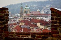 <h3>Malostranské střechy</h3><p>Foto: Jana Ježková</p><hr /><a href='http://www.facebook.com/sharer.php?u=https://www.milujuprahu.cz/kdyz-v-praze-mrzne-nadherne-fotky-jany-jezkove/' target='_blank' title='Share this page on Facebook'><img src='https://www.milujuprahu.cz/wp-content/themes/twentyten/images/flike.png' /></a><a href='https://plusone.google.com/_/+1/confirm?hl=en&url=https://www.milujuprahu.cz/kdyz-v-praze-mrzne-nadherne-fotky-jany-jezkove/' target='_blank' title='Plus one this page on Google'><img src='https://www.milujuprahu.cz/wp-content/themes/twentyten/images/plusone.png' /></a><a href='http://www.pinterest.com/pin/create/button/?url=https://www.milujuprahu.cz&media=https://www.milujuprahu.cz/wp-content/uploads/2014/01/117.jpg&description=Next%20stop%3A%20Pinterest' data-pin-do='buttonPin' data-pin-config='beside' target='_blank'><img src='https://assets.pinterest.com/images/pidgets/pin_it_button.png' /></a>