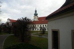 <h3>Břevnovský klášter</h3><p>Zahrada je nyní přístupná veřejnosti; oranžerie slouží jako galerie pro výstavy mladých začínajících umělců </p><hr /><a href='http://www.facebook.com/sharer.php?u=https://www.milujuprahu.cz/krasy-brevnovskeho-klastera-tudy-sla-nejstarsi-ceska-historie/' target='_blank' title='Share this page on Facebook'><img src='https://www.milujuprahu.cz/wp-content/themes/twentyten/images/flike.png' /></a><a href='https://plusone.google.com/_/+1/confirm?hl=en&url=https://www.milujuprahu.cz/krasy-brevnovskeho-klastera-tudy-sla-nejstarsi-ceska-historie/' target='_blank' title='Plus one this page on Google'><img src='https://www.milujuprahu.cz/wp-content/themes/twentyten/images/plusone.png' /></a><a href='http://www.pinterest.com/pin/create/button/?url=https://www.milujuprahu.cz&media=https://www.milujuprahu.cz/wp-content/uploads/2014/03/1069952_4142405053750_1669203251_n.jpg&description=Next%20stop%3A%20Pinterest' data-pin-do='buttonPin' data-pin-config='beside' target='_blank'><img src='https://assets.pinterest.com/images/pidgets/pin_it_button.png' /></a>