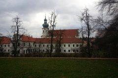 <h3>Břevnovský klášter</h3><p>Kaple Josefka byla zničena vandaly, cihelné terasové zídky se postupně začaly rozpadat.Za tohoto stavu byl klášter v r. 1990 vrácen benediktinům. K výročí milénia kláštera /1993/ se za finančního přispění čs. státu a dalších dárců podařilo opravit kromě kostela a konventu s prelaturou také Vojtěšku, vodovodní štoly a hřbitovní kapli sv. Lazara.</p><hr /><a href='http://www.facebook.com/sharer.php?u=https://www.milujuprahu.cz/krasy-brevnovskeho-klastera-tudy-sla-nejstarsi-ceska-historie/' target='_blank' title='Share this page on Facebook'><img src='https://www.milujuprahu.cz/wp-content/themes/twentyten/images/flike.png' /></a><a href='https://plusone.google.com/_/+1/confirm?hl=en&url=https://www.milujuprahu.cz/krasy-brevnovskeho-klastera-tudy-sla-nejstarsi-ceska-historie/' target='_blank' title='Plus one this page on Google'><img src='https://www.milujuprahu.cz/wp-content/themes/twentyten/images/plusone.png' /></a><a href='http://www.pinterest.com/pin/create/button/?url=https://www.milujuprahu.cz&media=https://www.milujuprahu.cz/wp-content/uploads/2014/03/1896826_4142404853745_1435892864_n.jpg&description=Next%20stop%3A%20Pinterest' data-pin-do='buttonPin' data-pin-config='beside' target='_blank'><img src='https://assets.pinterest.com/images/pidgets/pin_it_button.png' /></a>