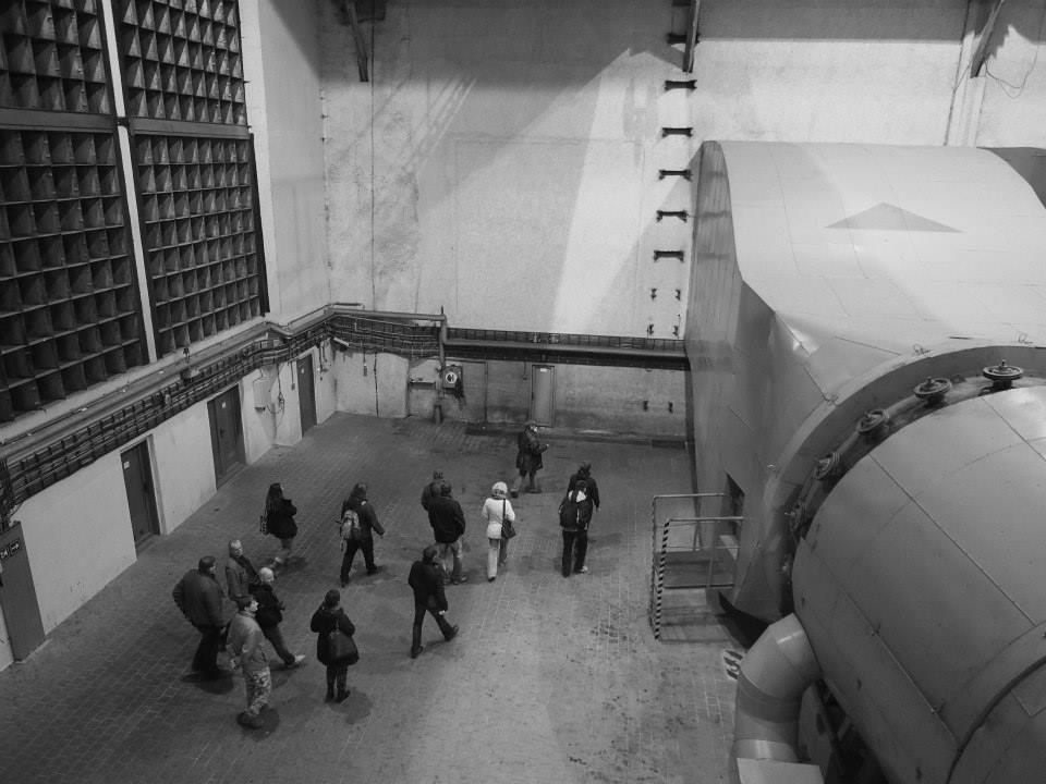 Vzduchotechnika dokáže do tunelu přivést filtrovaný vzduch. Za normálních okolností odčerpává z tunelu zplodiny, které jsou poté vypouštěny do vzduchu komínem vedle Strahovského stadionu. - Foto: Eugen Kukla