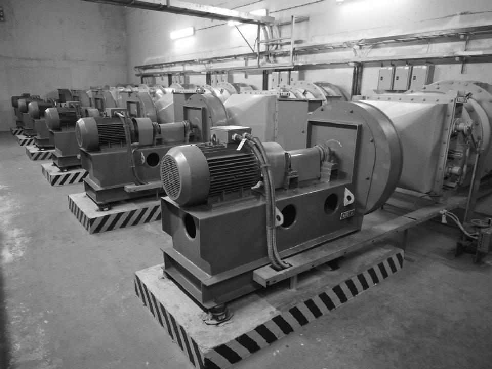 Tato čerpadla zajišťují vzduch v případě, že se tunel změní v kryt. V mírových dobách naopak vyhání zplodiny z tunelu ven - Foto: Eugen Kukla