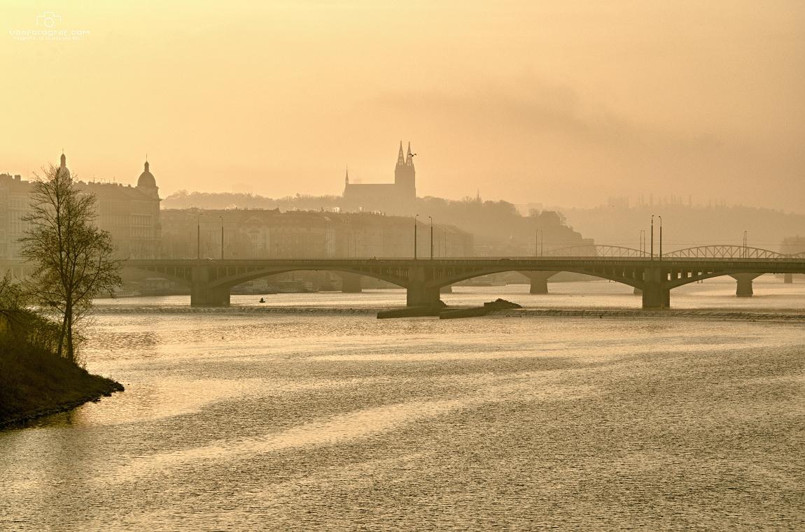 """Michal Fic: """"Tentokráte pohled z mostu Legií na Vyšehrad zalitý ranními paprsky podzimního slunce."""""""