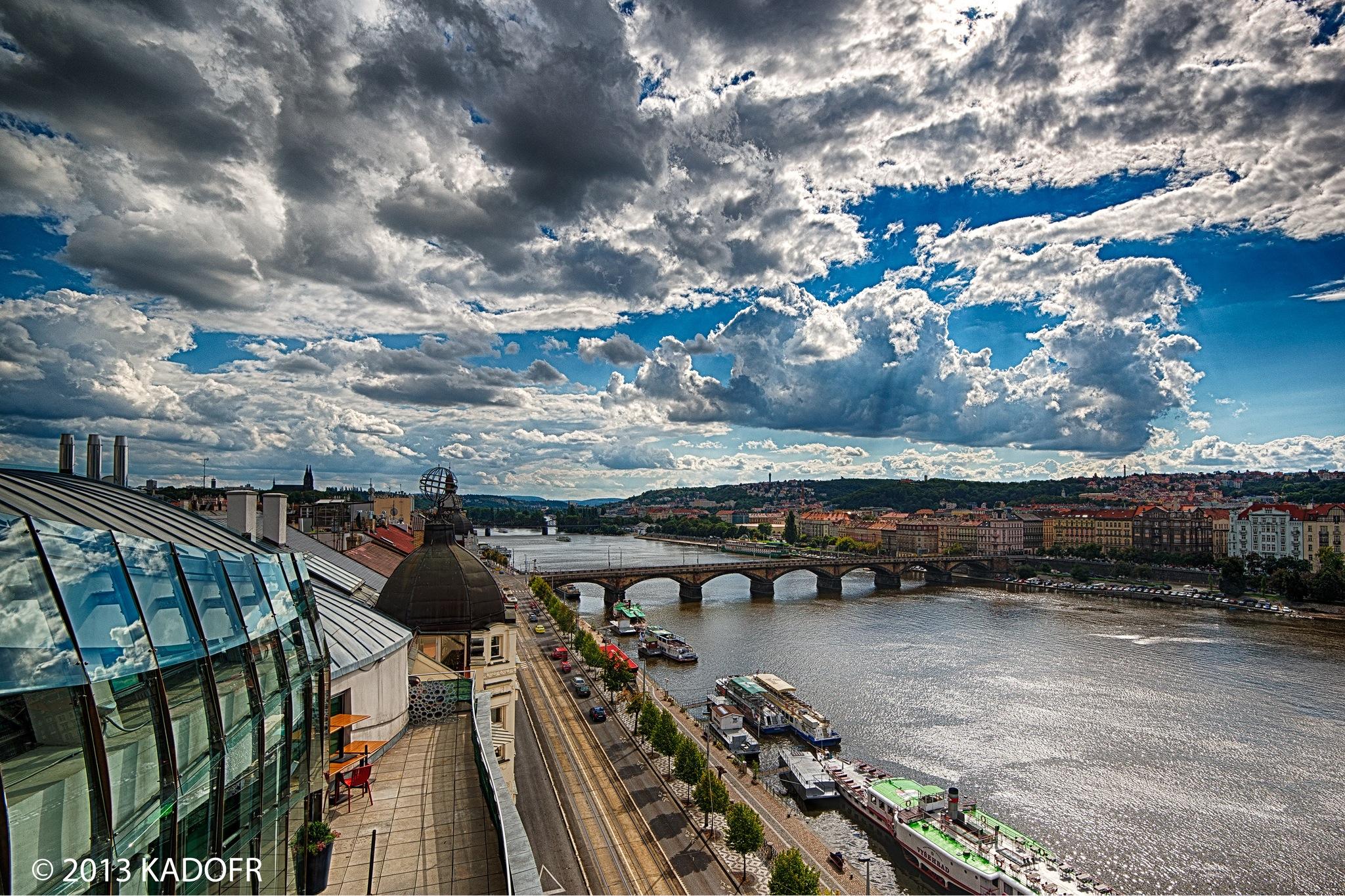 Pohled z města - (Foto: Karel Dobeš)