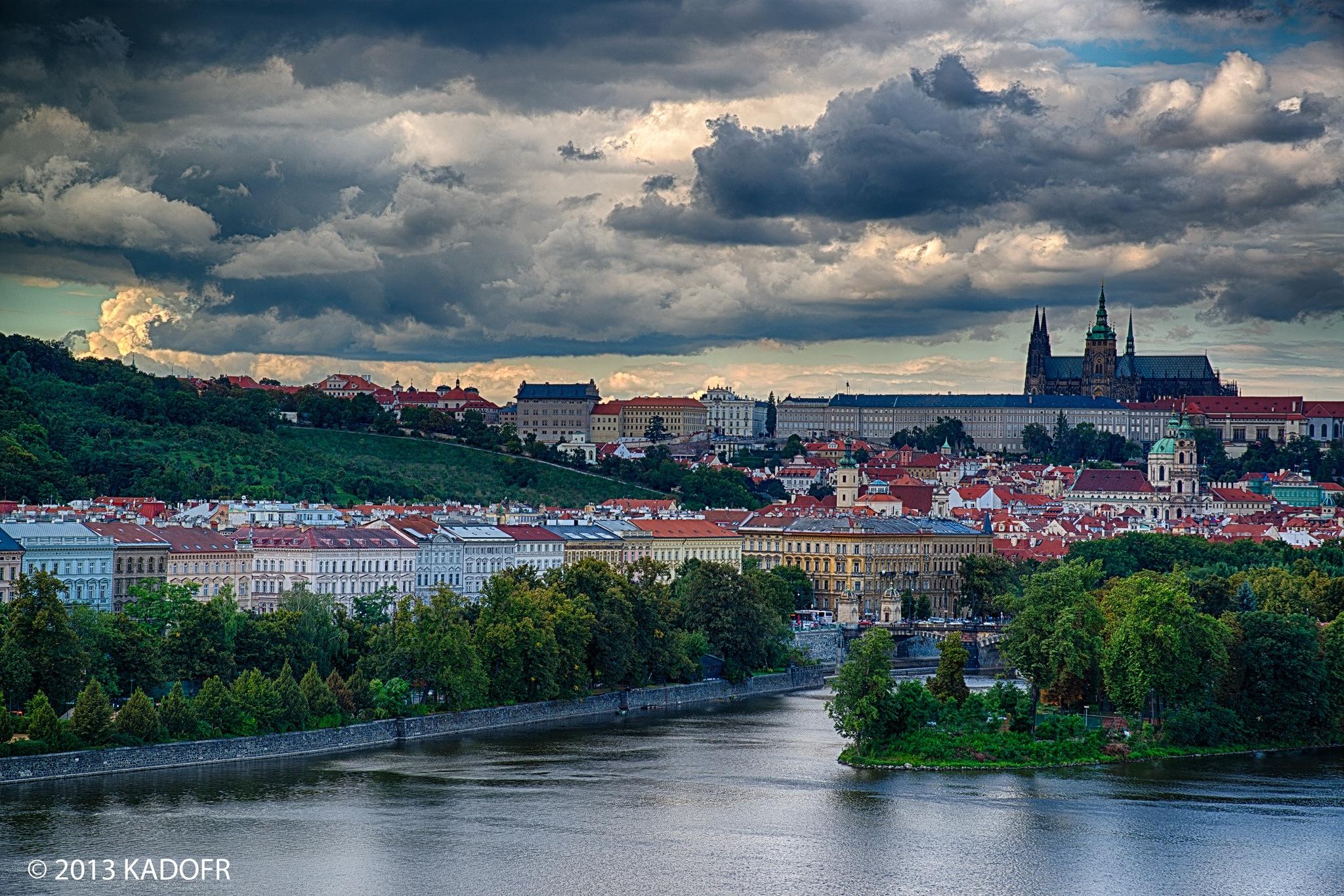 V Praze jsem napočítal 11 ostrovů. Ty nejznámější jsou Kampa, Dětský a Střelecký ostrov a Žofín.. - (Foto: Karel Dobeš)