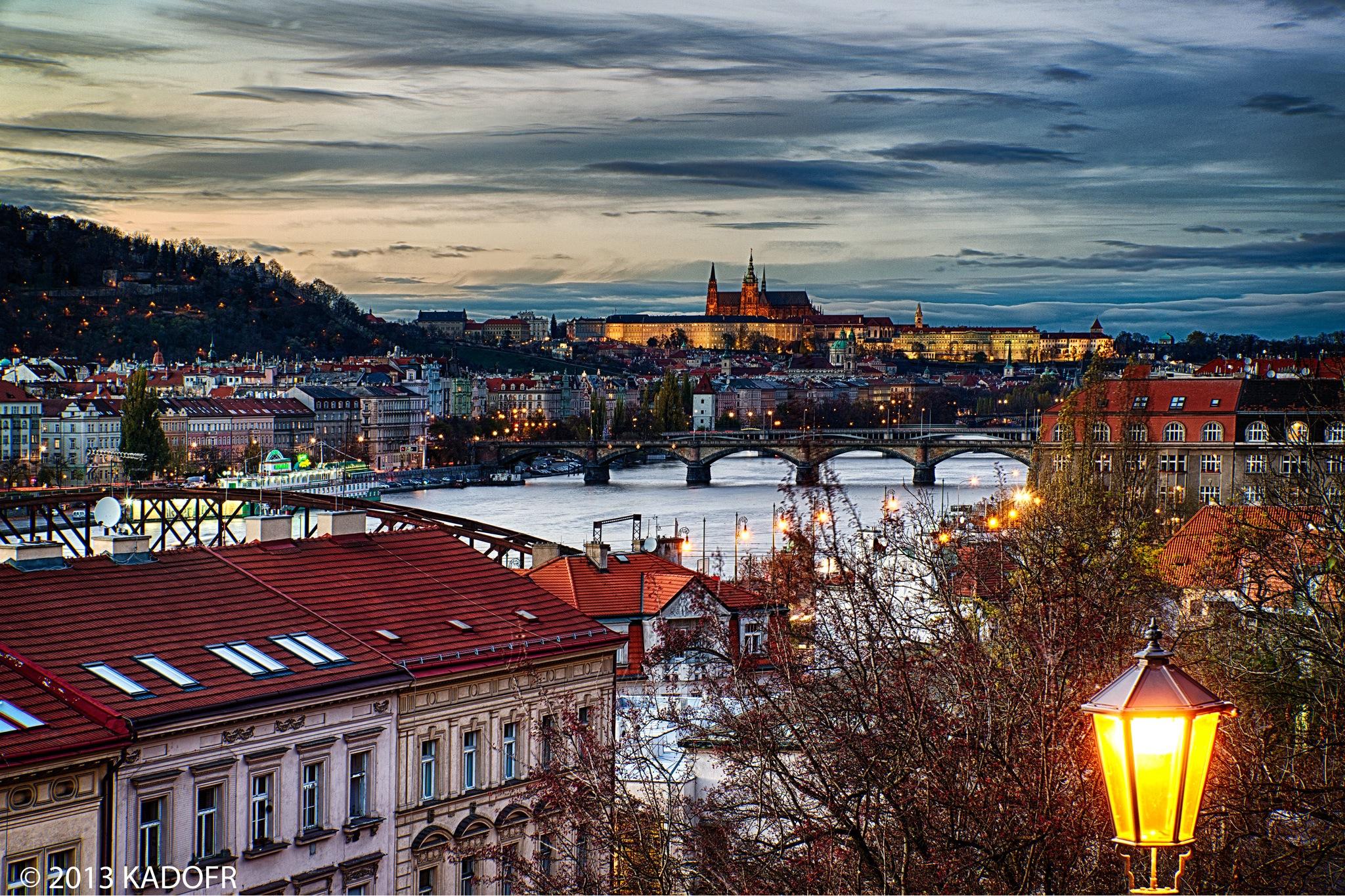 Od pradávná se vedou spory, který z těch pražských hradů byl vlastně první. Kde historie staroslavného města vlastně začala. - (Foto: Karel Dobeš)