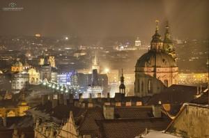 """Michal Fic: """"Tento snímek vznik čtvrtý den nového roku 2011 při večerním courání a užívání si zimní atmosféry kouzelné Prahy."""""""