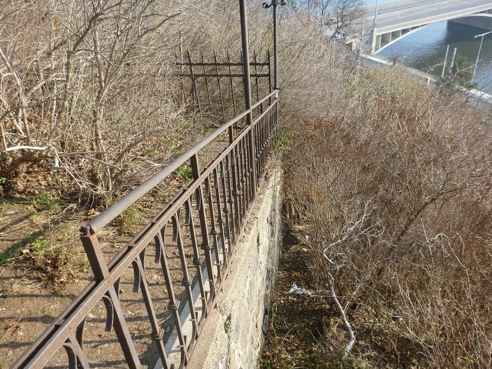 Zbytky zařízení po lanové dráze a eskalátoru zanikly v letech 1949 - 1951 při výstavbě Letenského tunelu. Torza dráhy lanovky jsou patrné v letenském kopci dodnes.