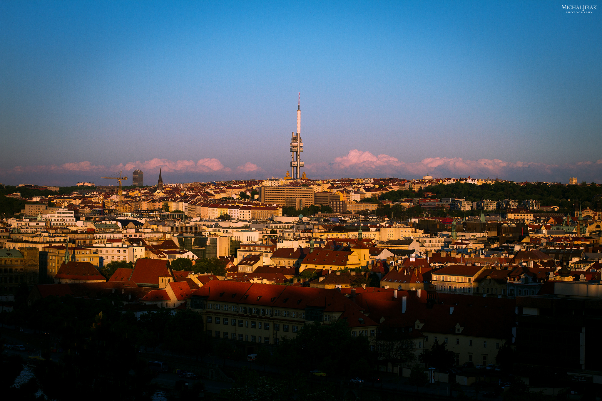 """Michal Jirák: """"Foceno od metronomu na Letné. Líbilo se mi, jak je na spodní části fotky už stín a Žizkovská věž je nasvícená. Mraky za ní mi přijdou skoro jako hory."""""""