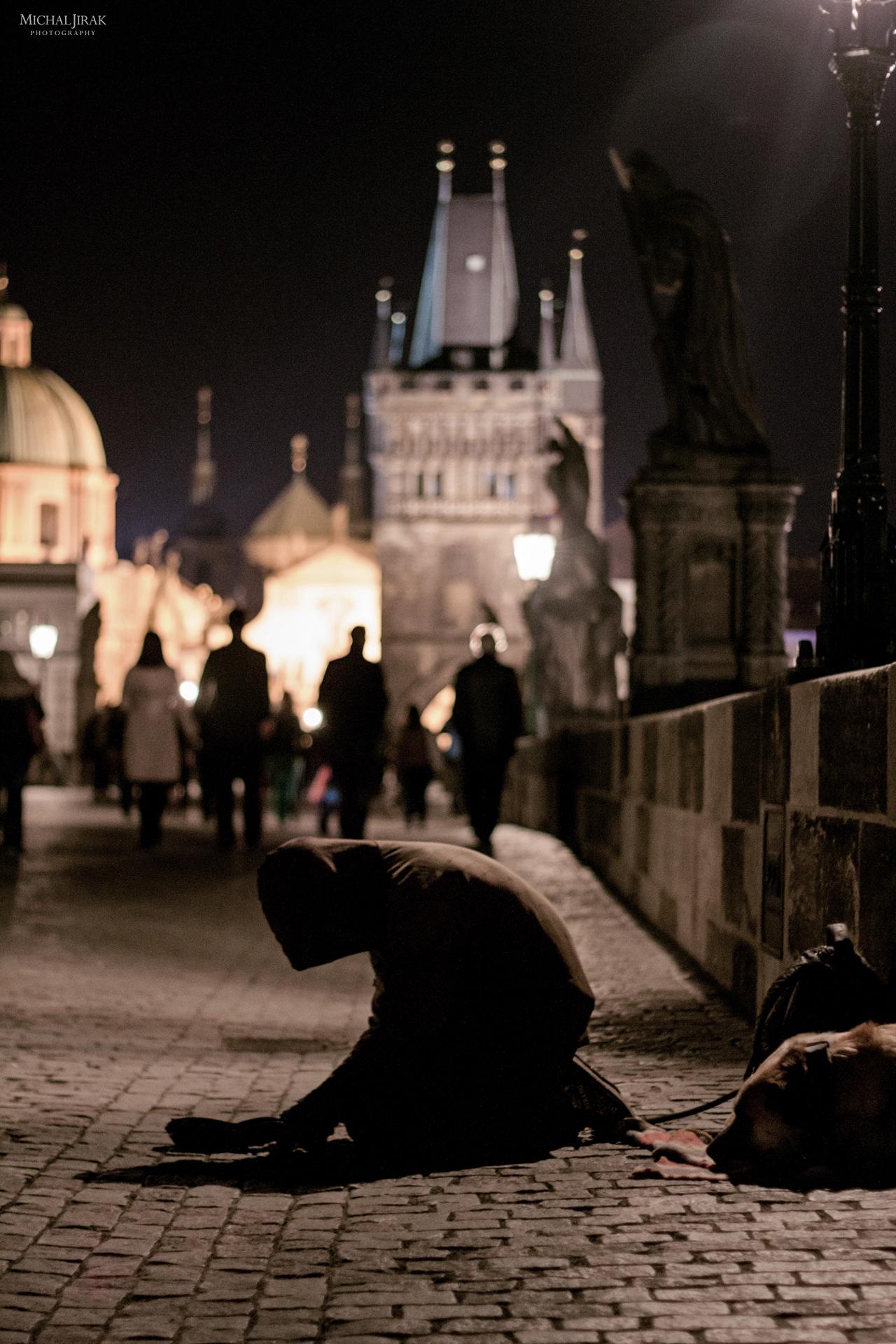 """Michal Jirák: """"Žebráci na Karlově mostě jsou celkem běžná věc, tady měl sebou ještě psa."""""""