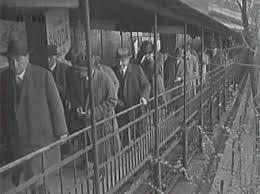 Lanovka na Letnou poprvé vyjela 31. května 1891. Pražanům sloužila do listopadu 1916. O deset let později bylo v její trase uvedeno do provozu kryté pohyblivé schodiště, které si zahrálo i ve filmu Muži v offsidu.