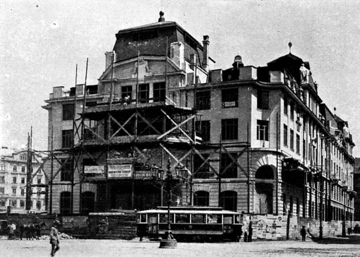 Tato tramvajová trať byla vedena ze Staroměstského přes Malé a Mariánské náměstí do Platnéřské ulice. Úsek mezi Křižovnickým náměstím a Staroměstskkým náměstím byl zrušen v roce 1927. Foceno asi 1911 - (Foto: autor neznámý)