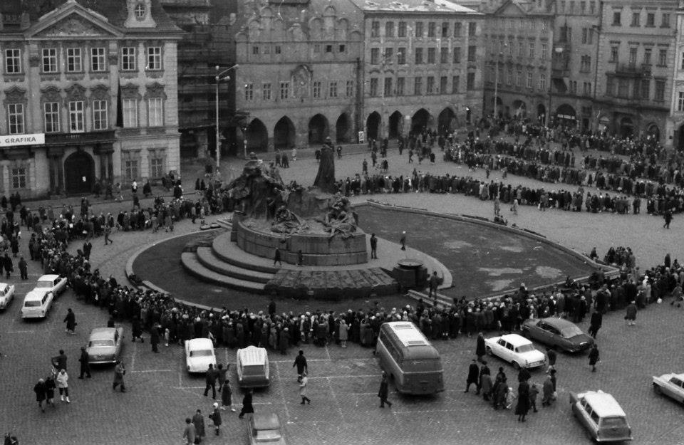 19. ledna 1969 - Tichá tryzna v den, kdy zemřel Jan Palach. Tři dny před tím se upálil na protest proti sovětské okupaci Československa. Foto: Dusan Neumann