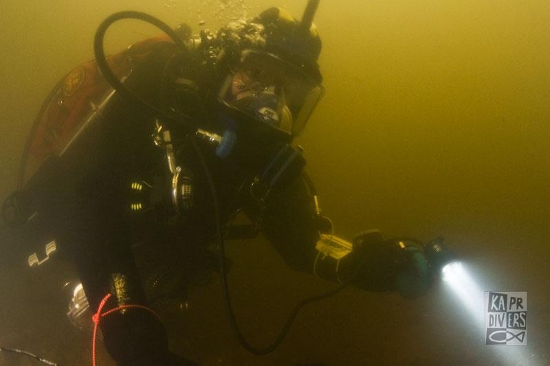 Ve střední části vymezeného prostoru byla hloubka 1,5 až 2,5 m. - Foto: archiv potápěči Kapr Divers