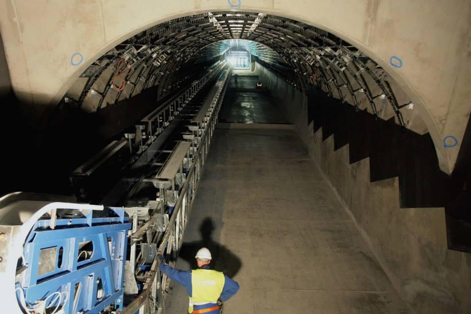 Eskalátorový tunel na stanici metra Petřiny - stav červen 2014 - Foto: Metrostav