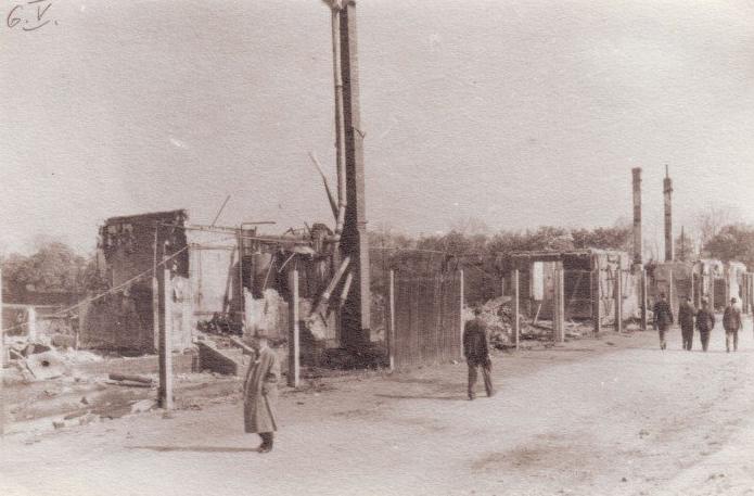Stadion Slávie byl na konci války Němci vypálen. Snímek pochází z 6. května 1945