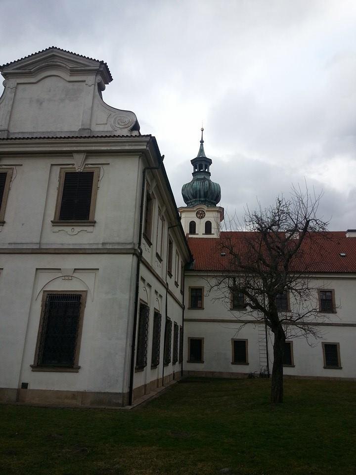 Dnešní stav břevnovského kláštera včetně zahrady odpovídá zhruba stavu po velké barokní přestavbě, provedené za opata Otmara Zinka v letech 1700—1721 pod postupným vedením Pavla Ignáce Bayera /1691—1709/, Kryštofa Dientzenhofera /1709—1716/ a Kiliána Ignáce Dientzenthofera /1716—51/.