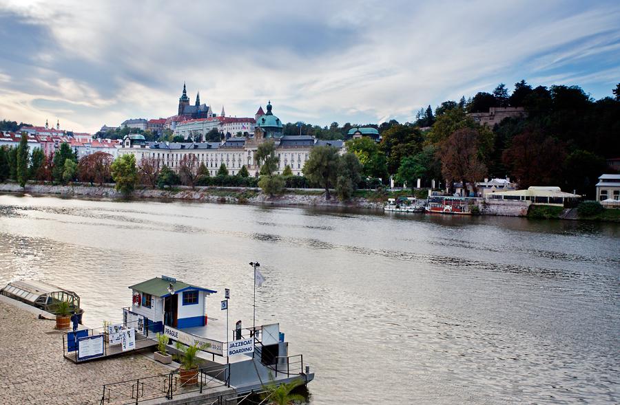Jedna procházková z pravého břehu Vltavy, pohled na Pražský Hrad
