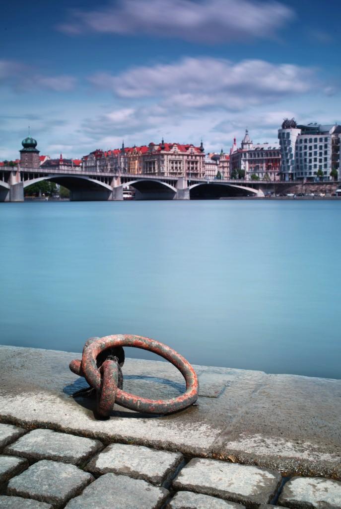 I z levého břehu Vltavy je nádherný pohled na Prahu. Foto: Robin Rezek