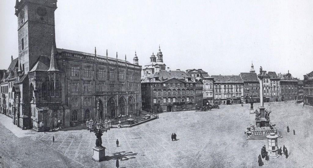 Rok 1870 - Kostel svatého Mikuláše zakrývá Krennův dům - Foto vybral a popisky pořídil facebookový profil Staroměstská radnice v Praze