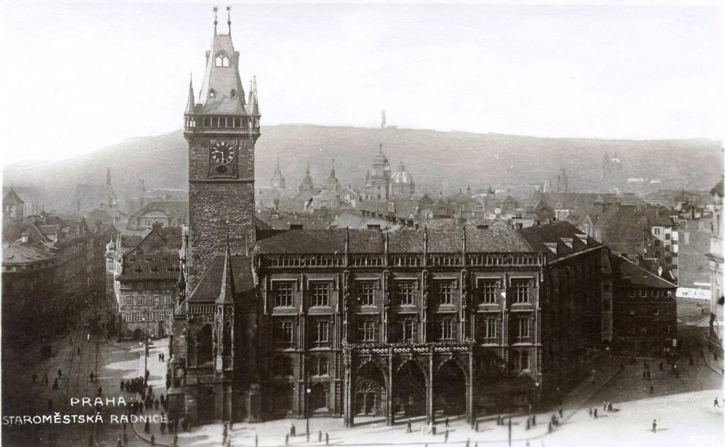 1910 - Pohled na Sprengerovo křídlo kolem roku 1910- Foto vybral a popisky pořídil facebookový profil Staroměstská radnice v Praze