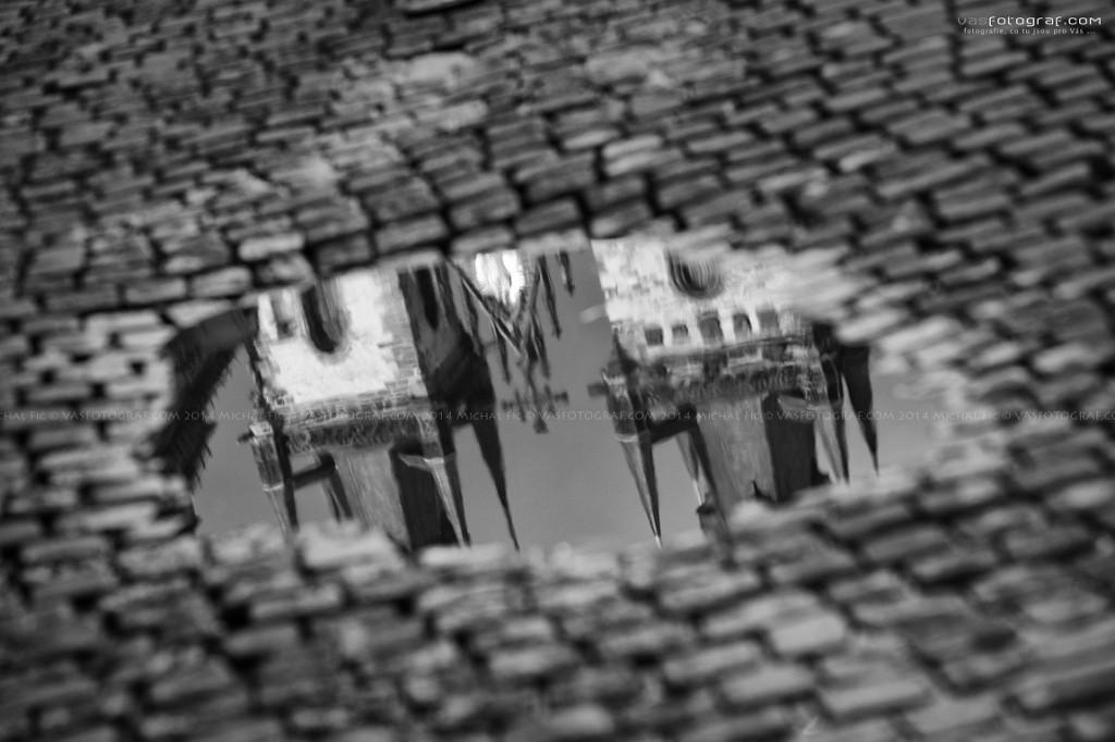 Město v louži  - Foto: Michal Fic