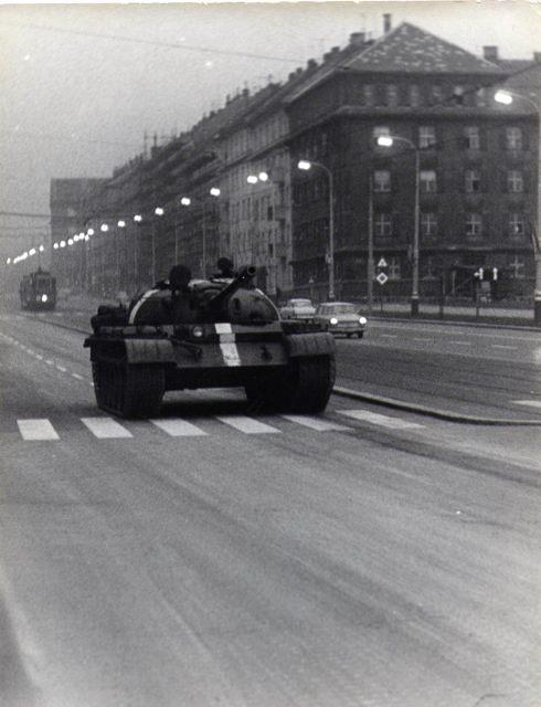 První ruský tank na Leninově třídě - Děkujeme panu Dušanu Neumannovi za poskytnutí fotografii, jejichž je autorem