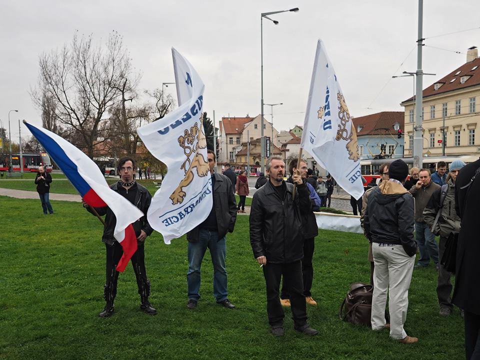 Na Klárov dorazili podpořit svého presidenta i příznivci Národní demokracie A.B.Bartoše. Praha 17.XI.2014 - Foto: Eugen Kukla