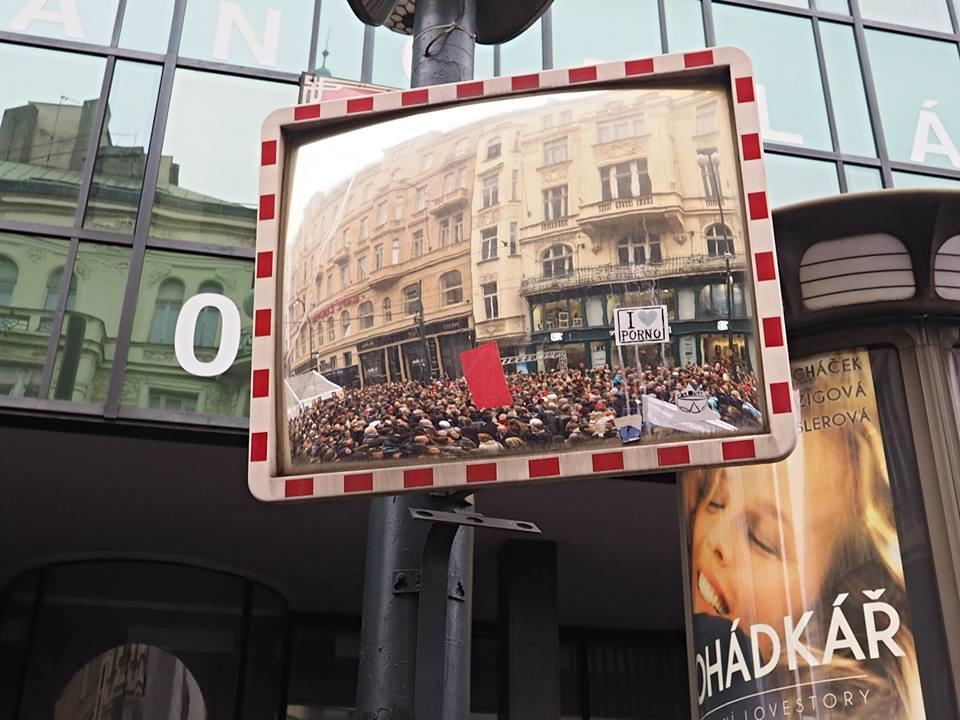 Červená karta presidentovi Zemanovi. Národní, Praha 17.XI.2014 - Foto: Eugen Kukla