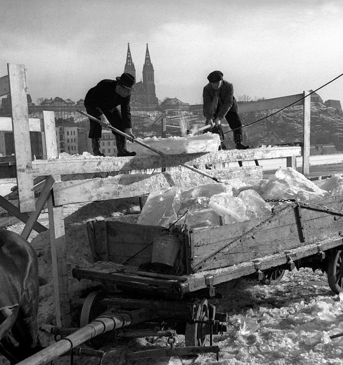 Zamrzlá Vltava pod Vyšehradem v roce 1939