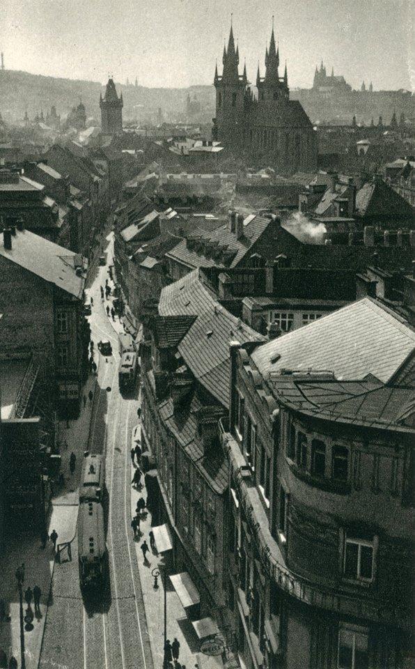 Celetná ulice s ještě čilým tramvajovým provozem - čerpáno z facebooku Československý dopravák