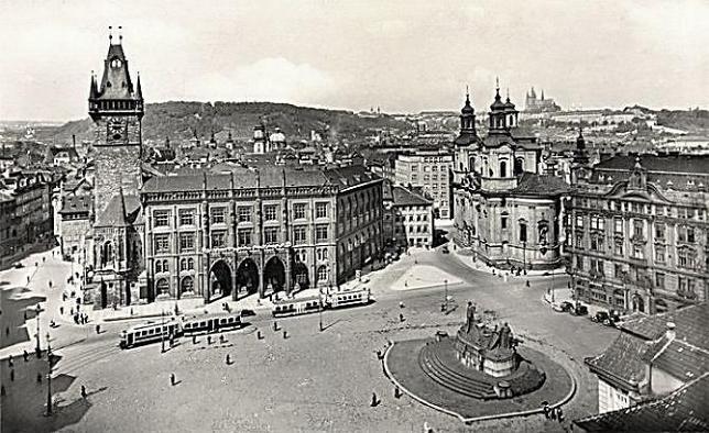 Tramvaje na Staroměstském náměstí