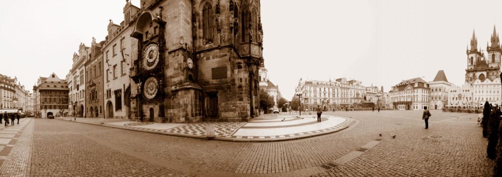 Panorama Staroměstkého náměstí v neděli ráno - Foto: Aleš Náhlý