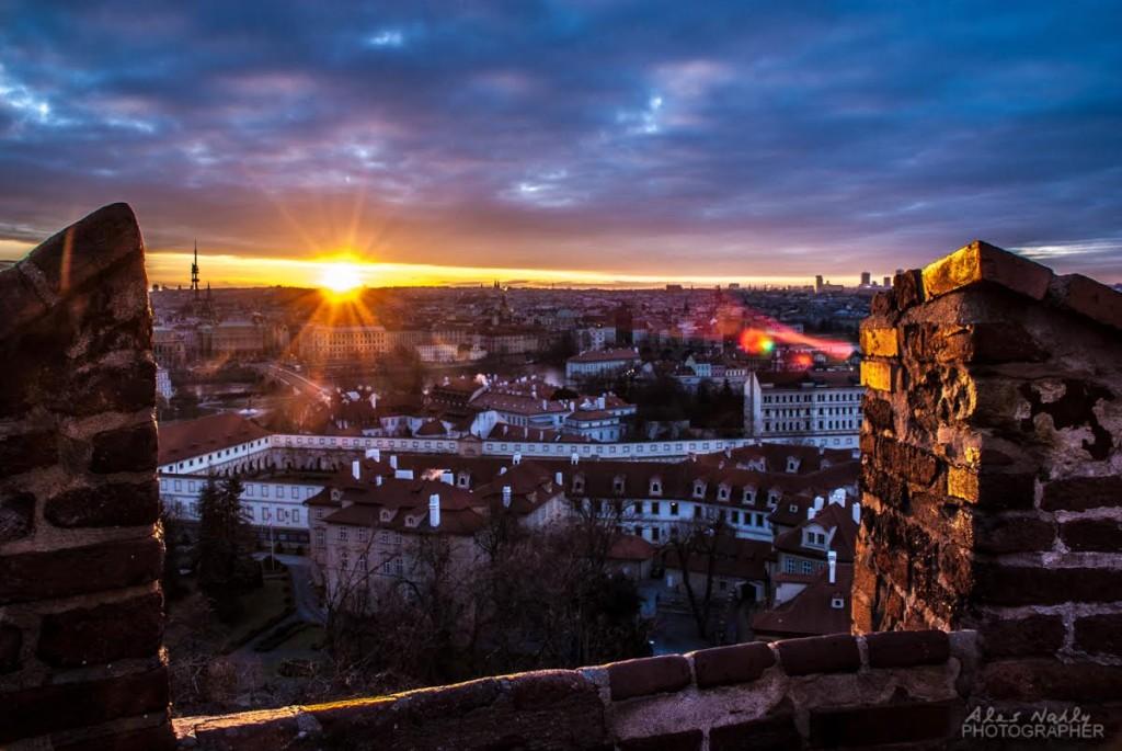 Východ slunce nad Prahou - Foto: Aleš Náhlý