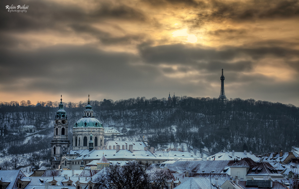 Výhled z Pražského hradu na Petřínskou rozhlednu - Foto: Robin Puškáš