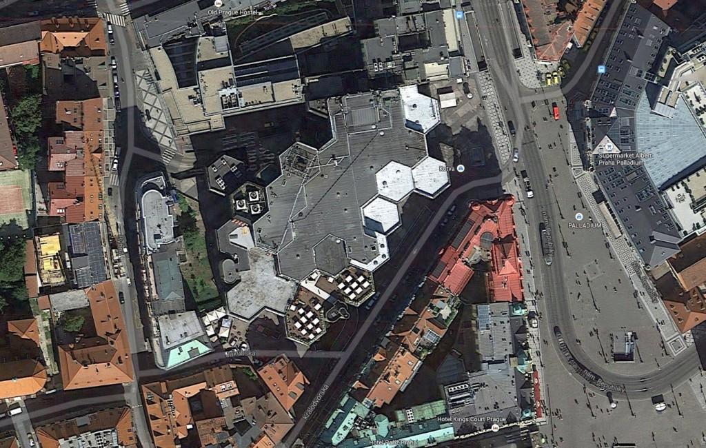 Celá budova je sestavena ze samonosných šestiúhelníkových segmentů.
