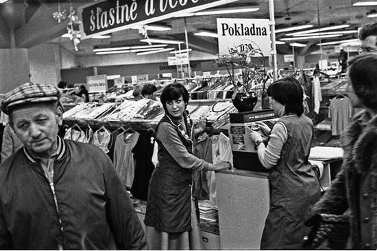 Po otevření obchodního domu byli zákazníci chvíli zklamaní. Těšili se na švédské zboží.