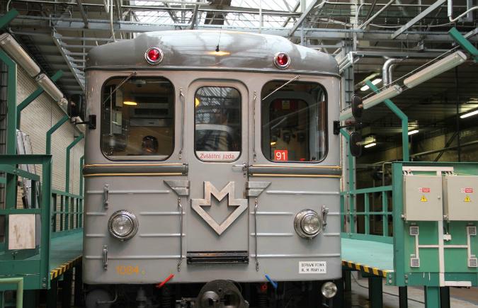 Jeden z prvních vozů pražského metra - typ Ečs. Metro začalo v Praze jezdit 9. května 1974 - Foto: www.mhd140.cz