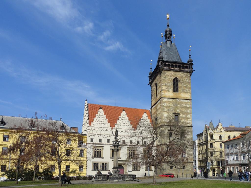 Současná podoba radniční věže bez orloje a věžních hodin