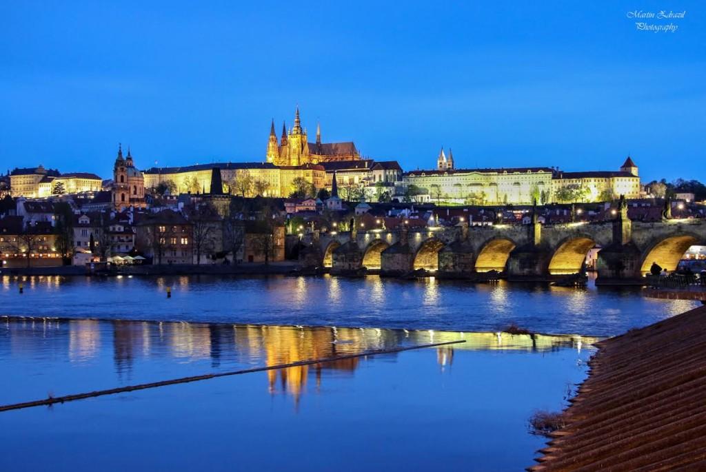 Panorama Hradčan, které zná každý. Pokaždé když zavítám do Prahy, tak se zde zastavím a i když jsem ten  obraz viděl snad tisíckrát, nemůžu se vynadívat… - Foto: Martin Zdražil