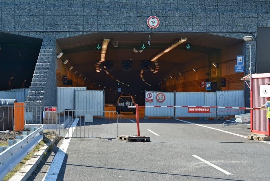Vstupní portál tunelu ve směru od Troje  - Foto: Petr Bušta - Český rozhlas 1 - Radiožurnál