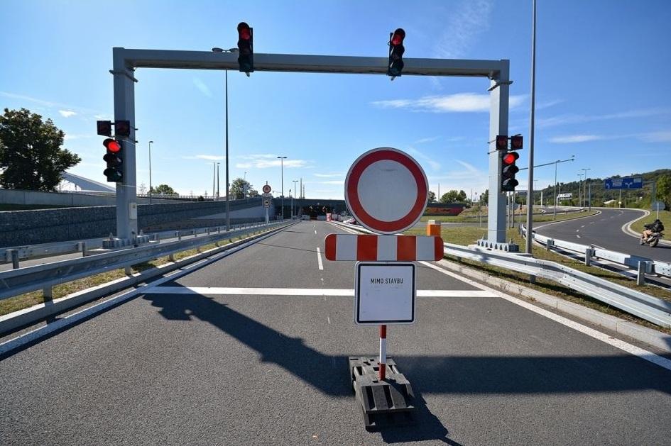 Vjezd do tunelu od Troje  - Foto: Petr Bušta - Český rozhlas 1 - Radiožurnál