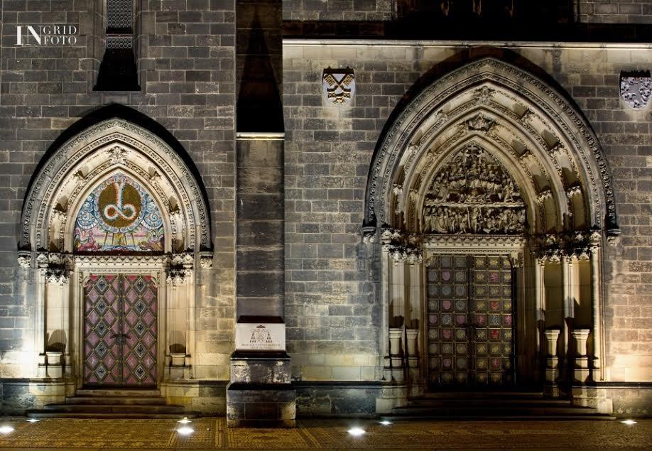 Vstupní portál baziliky svatého Petra a Pavla na Vyšehradě - Foto: Ingrid Slobodová
