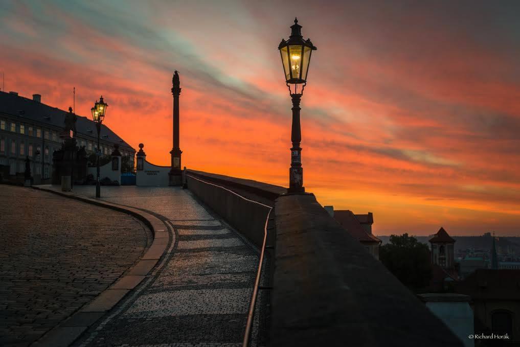 horák východ slunce nad Prahou