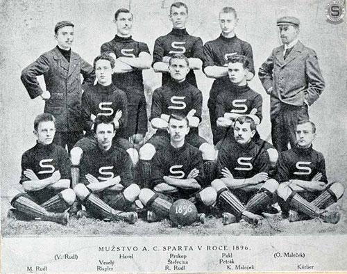Tým Sparty v roce 1896: Nahoře V.Rudl, Havel, Prokop, Pokl, O. Malečke Uprostřed Veselý, Štefecius, Petrá,  Dole M. Rudl, Rispler, R. Rudl, K. Maleček, Körber