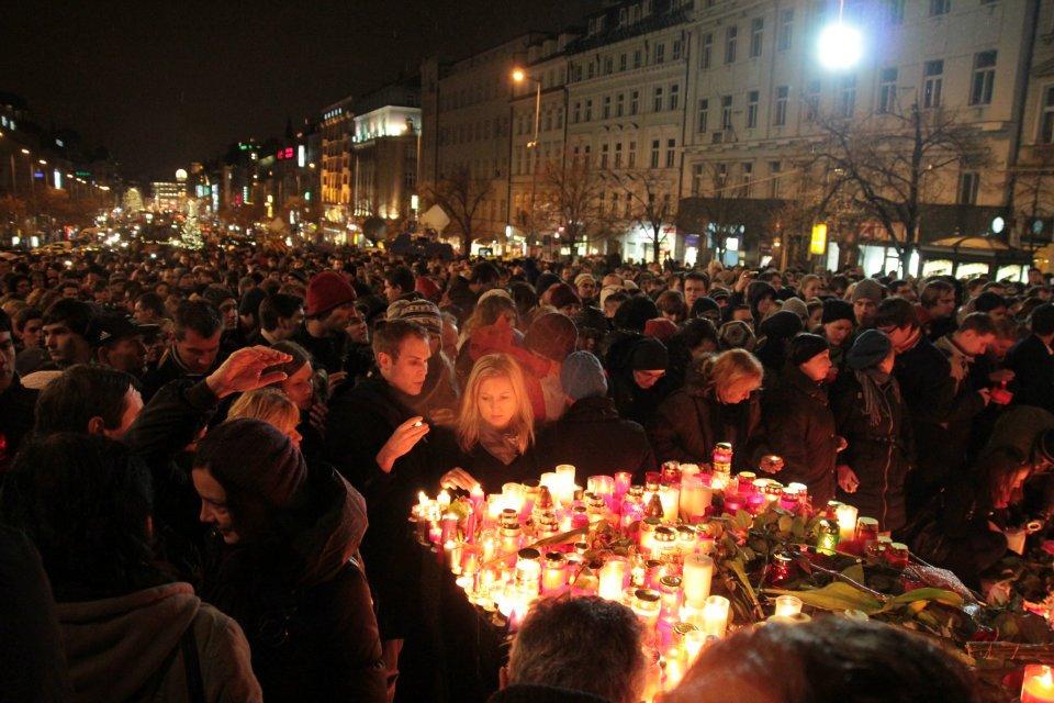 Pražané vyšli do ulic, aby se rozloučili s prezidentem Havlem - Foto: Eugen Kukla