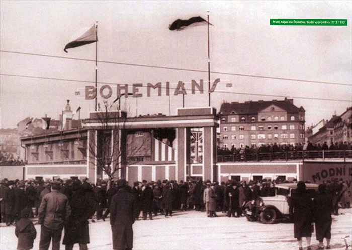 Vstupní brána na stadion - Archiv: bohemians.cz