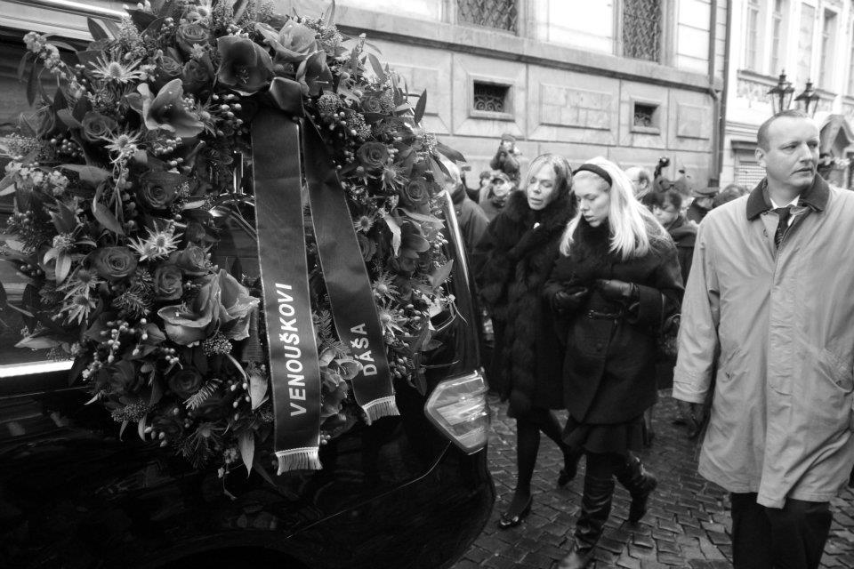 Vdova Dagmar Havlová s dcerou Ninou doprovázely Václava Havla na poslední cestě - Foto: Eugen Kukla