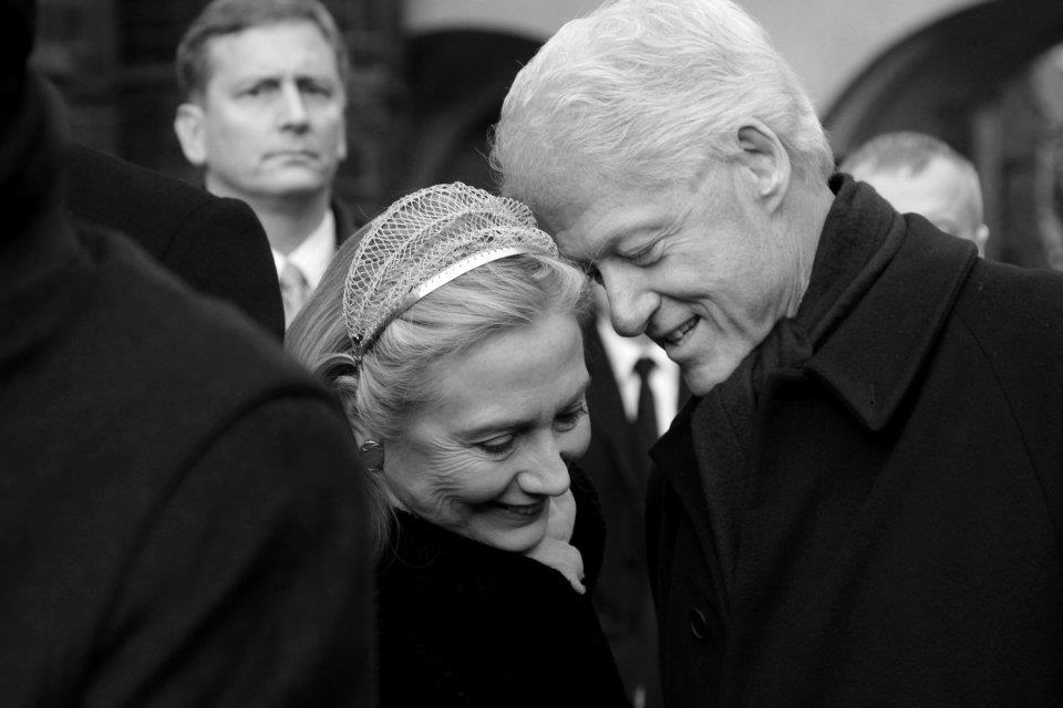 Rozloučit se do Prahy přijel i americký prezident Bill Clinton s chotí Hillary - Foto: Eugen Kukla