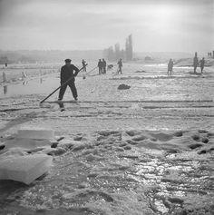Ledaři pod Vyšehradem (40. léta - Foto Ferdinand Bučina (1909-1994) Ledaři pod Vyšehradem, 40. léta